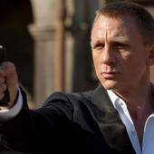 There's a hilarious story behind Daniel Craig's wierd-looking hands in 'Skyfall'