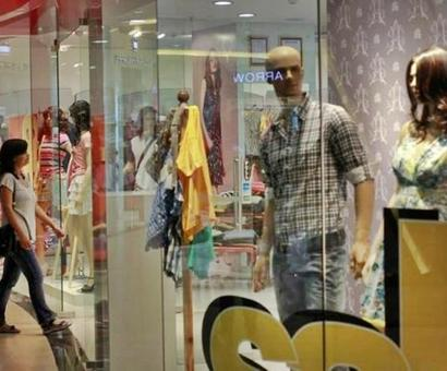 Indian fashion chains bet big amid online retail growth