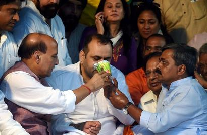 Girri ends fast after Rajnath visits him at protest site