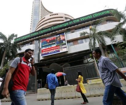 Sensex climbs 213 points as auto stocks advance