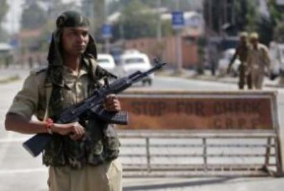 Terrorists attack security picket in Kashmir, injure cop