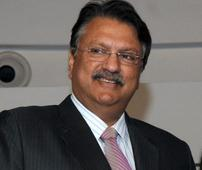 Piramal picks up 10% in Shriram Transport for Rs 1,652 cr