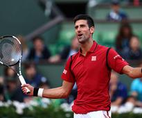 Djokovic cruises in fading light, Serena marches on, Thiem impresses at rainy French Open