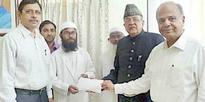 Zahed Ali Khan hands over cheque of Rs. 5.8 lakh to MD aspirant