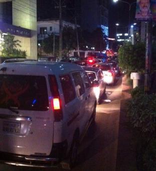 Gunmen attack Dhaka restaurant, many taken hostage