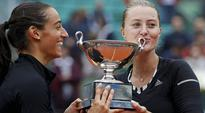 French Open 2016: Kristina Mladenovic, Caroline Garcia fire up home crowd in women's doubles win