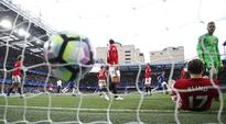 Nevilles slam Man U midfield mannequins, garbage defending