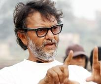 Rakeysh Omprakash Mehra shoots for Mere Pyaare Prime Minister at Mumbai railway station