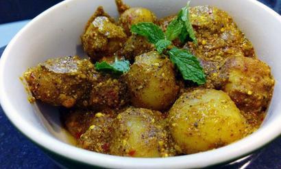 Recipe: How to make Dumdaar Dahiwale Aloo