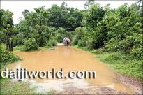 Puttur: Villagers face risk while crossing rivulet on footbridge