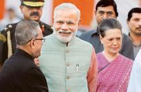 Nehru's 52nd death anniversary: Modi, Sonia, Rahul pay homage