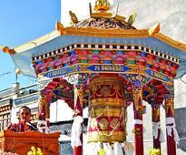 Chokyong Palgo Rinpoche consecrates Mani Tung Chur