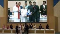 Finally! Akshay Kumar becomes wife Twinkle's 'trophy husband'