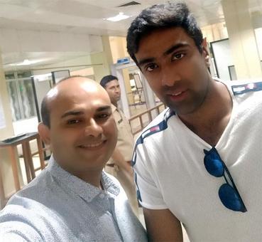 Hey, isn't that Ashwin at Nagpur airport?