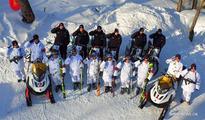Policemen ski to patrol in Changbai Mountains in NE China