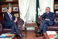 Outgoing British HC calls on Tariq Fatemi