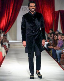 India Couture Week 2017: Arjun Rampal set our hearts aflutter in a bandhgala