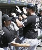 Dunn's 2 homers, 5 RBIs power White Sox