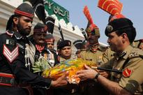 Indian Republic Day: Indo-Pak troops exchange sweets along ...