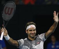 Federer makes winning return at Melbourne Park