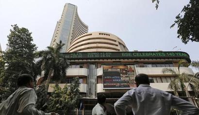 Sensex extends losses; metal, banks drag