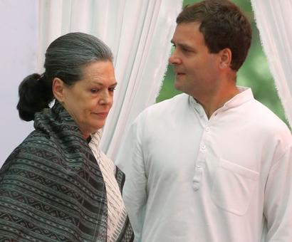 At Sonia's UPA dinner tonight, a Rahul-Priyanka appearance?