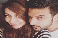 Karan Kundra lashes out at a fan for insulting girlfriend Anusha