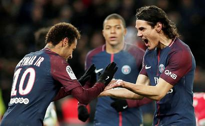 Football Briefs: Neymar, Cavani strike again as PSG go 10 points clear