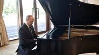 WATCH: Russian President 'Putin' on a piano show in China