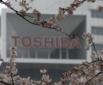 Japan government fund, bank mull bid with Broadcom for Toshiba chip unit - media