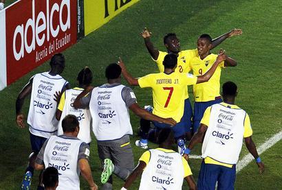 PHOTOS, World Cup qualifiers: Brazil crush Peru; Romania hold Italy