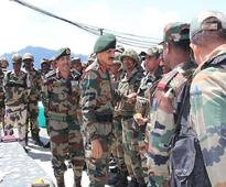 Army Chief reviews security in the Valley along with top commanders