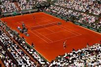 Kvitova, Kyrgios advance as rain stops play at French Open