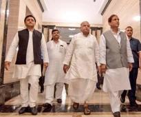 Akhilesh accommodates Mulayam's men in Samajwadi Party's lists of 209 candidates