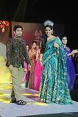 Mrs. Earth 2016 Priyanka Khurana Goyal walks the ramp as showstopper at Navi Mumbai Fashion Week