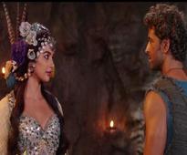 Hrithik Roshan's 'Mohenjo Daro' lags behind Akshay Kumar's 'Rustom' on second day too