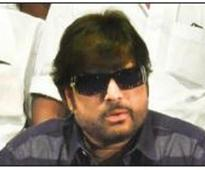 Actor Karthik to enter poll fray even as cracks develop in his front