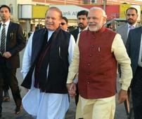 Advani backs PM Modi's Lahore visit, says Vajpayee's initiative needs to be taken forward