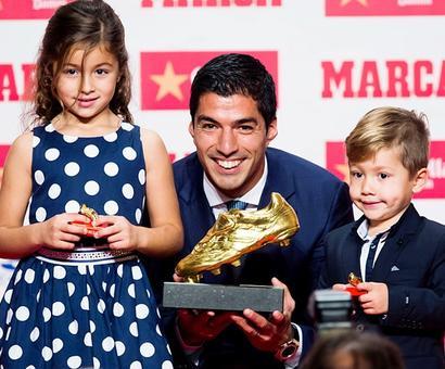 Suarez picks up European Golden Shoe, thanks Barca