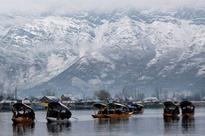 Fresh snowfall intensifies cold wave in North India