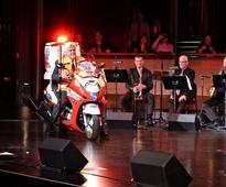 Jay Leno raises $50,000 for Israeli EMS service, donates ambulance